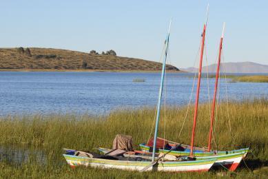 Bateaux pèche lac Titicaca Pérou Bolivie voyage exploration