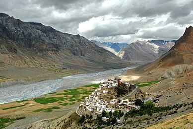 Voyage hors des sentiers battus exploration montagne himalayennes