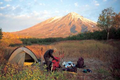Péninsule du Kamchatka volcans Trekking marche paysajes lunaires nature