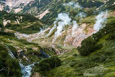Trek montagnes volcan Russie Kamchatka nature découverte